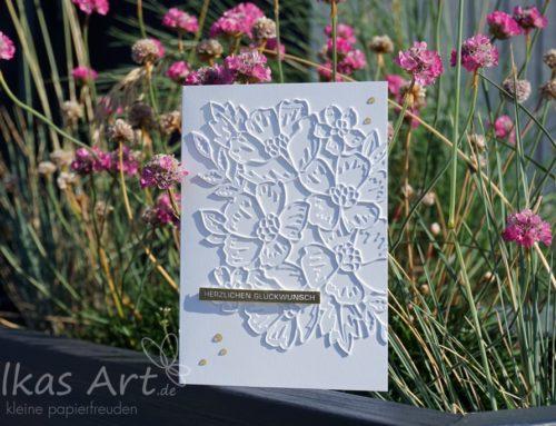 Blumengruss in Weiß und Gold